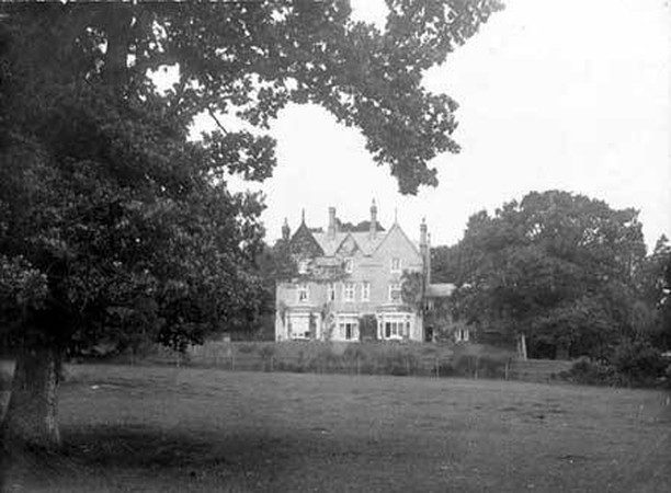 Did you know that, The 6th Baron Congleton bought Minstead Lodge in 1924 and lived here with his wife and eight children until his death in 1932, when he was succeeded by his son William Parnell.   During the 1920s an east wing was built, making the Lodge much as we see it today. It doubled the size of the Lodge to 40 main rooms including 23 bedrooms.   Lady Congleton was a very active member of the community. She was awarded an MBE in 1941 and was Minstead's first female churchwarden.  Pictured: Minstead Lodge in 1909 before the extension, Minstead Lodge as it is today (photo credit: Martin Millard) and Lady Congleton with her family in the 1930's.   #Minstead #NewForestHistory #NewForest #DidYouKnow #FascinatingFriday #HistorySnippet #HampshireHistory #NowAndThen
